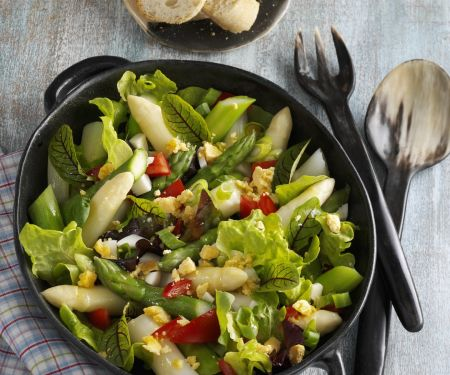 Mixed Leaf Salad with Egg and Asparagus