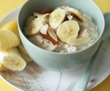 Oatmeal with Banana and Dried Fruit