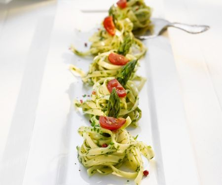 Pasta Nests with Asparagus and Tomatoes