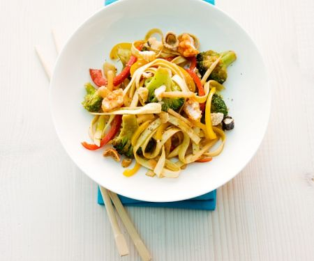 Pasta with Bamboo Shoots, Broccoli and Rice Cake