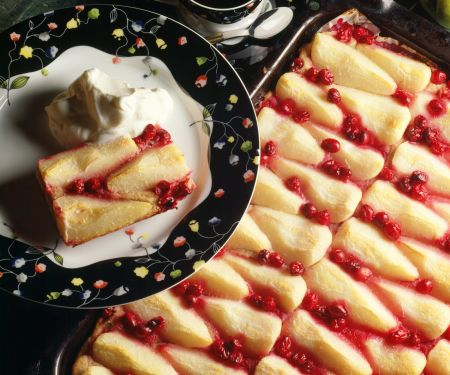 Pear and Lingonberry Cake