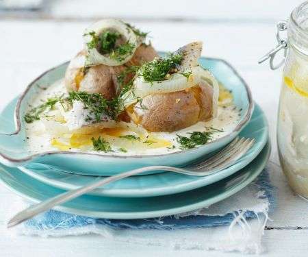 Potatoes with Herring and Sour Cream