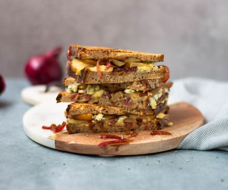 Rye Bread with Pear and Cheese