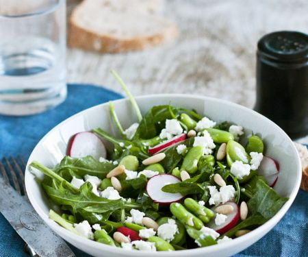 Salad with Beans, Arugula and Radishes
