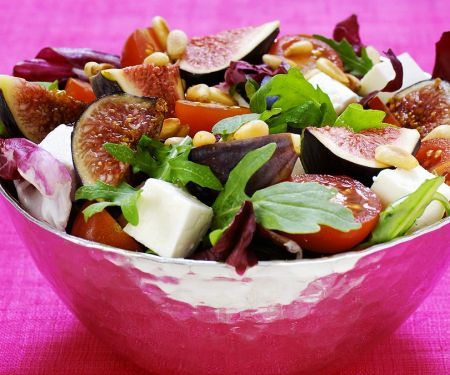 Salad with Figs, Feta, Tomatoes and Pine Nuts