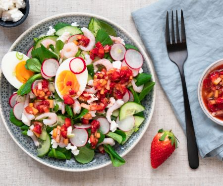 Salad with Shrimp, Egg and Strawberry Dressing