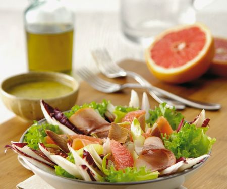 Salad with Smoked Meat and Grapfefruit