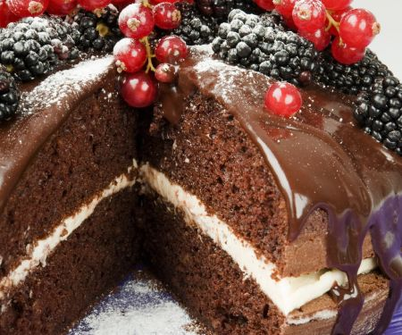 Sandwich Gateau with Berries