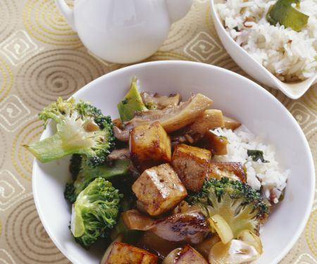 Smoked Tofu with Mushrooms and Broccoli