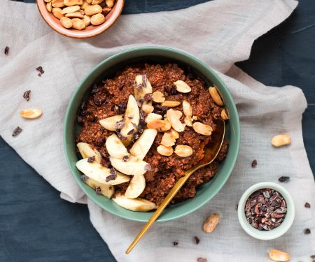 Spelt Oatmeal with Bananas, Chocolate and Peanuts