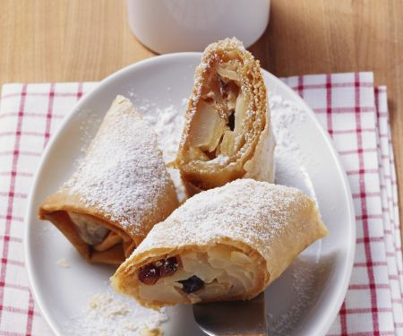 Strudel with Apple, Pear, Raisins and Almonds