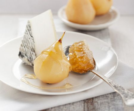 Sweet Pears with Soft Cheese