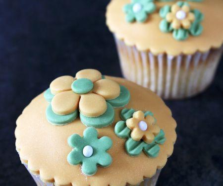 Sweet Sugarpaste Decorated Cakes