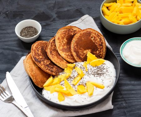 Vegan Pancakes with Mango