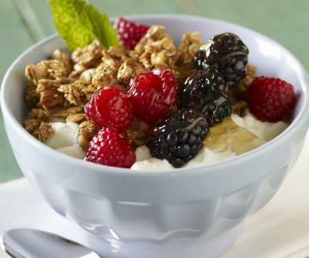Yogurt Apple Berry Breakfast Bowl