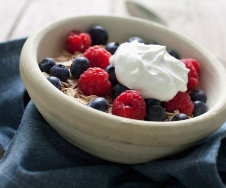 Yogurt with Oatmeal and Berries