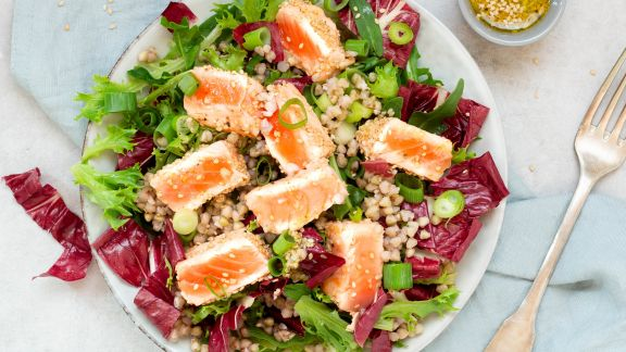 Salmon on salad with buckwheat and lime dressing