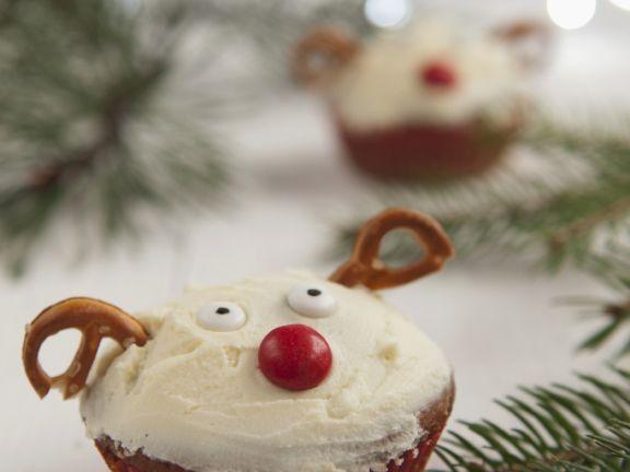 Amusing Reindeer Cakes