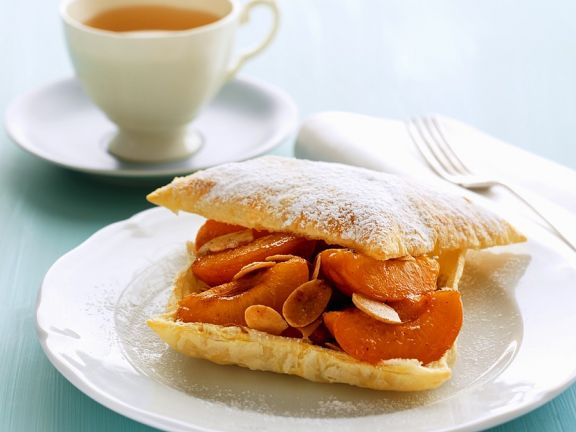 Apricot Puff Pastry with Almonds