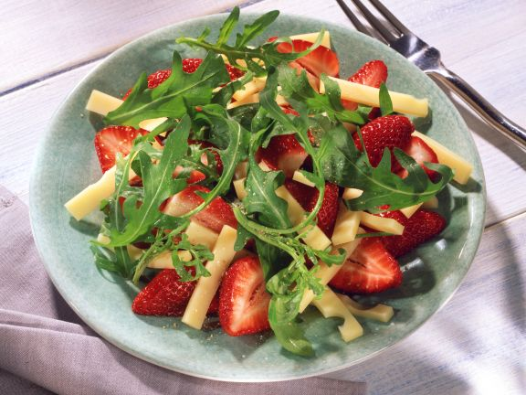Arugula Salad with Strawberries and Cheese