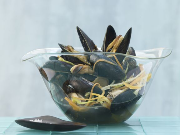Asian-Style Steamed Mussels