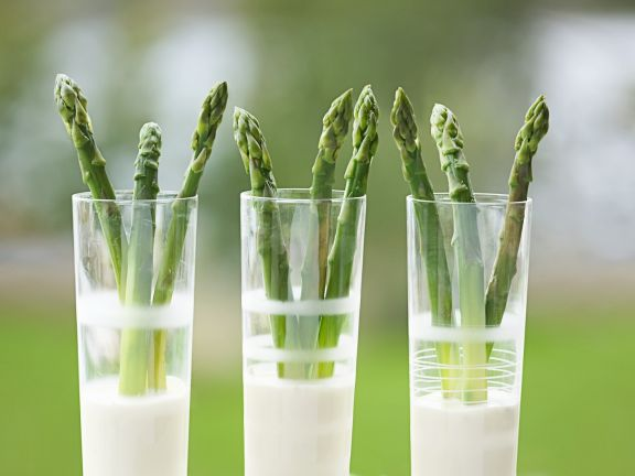 Green Asparagus with Tarragon and Lemon Sauce