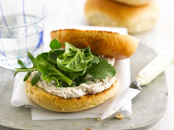 Bagels with Mackerel Cream and Spinach