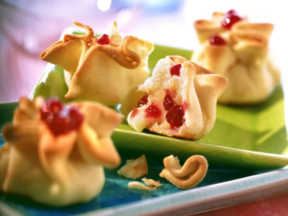 Baked Camembert Parcels with Pear and Lingonberries