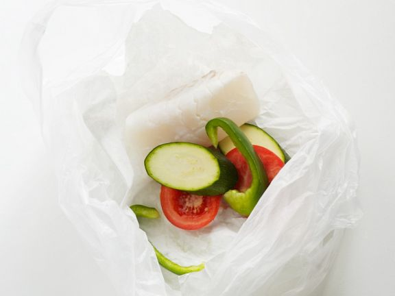 Baked Cod with Vegetables En Papillote