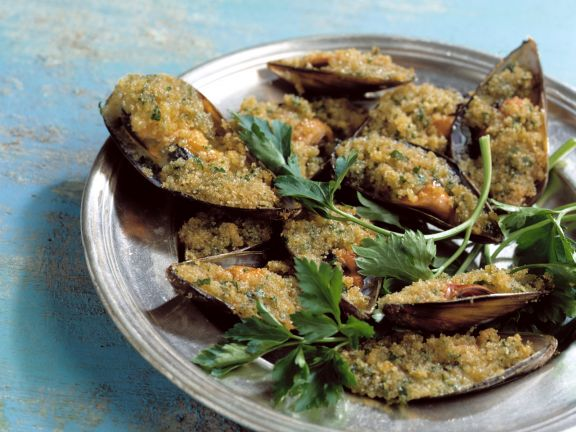 Baked Mussels with Parmesan Breadcrumbs