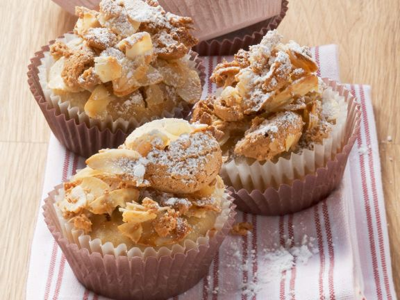 Banana Muffins with Amaretti Topping