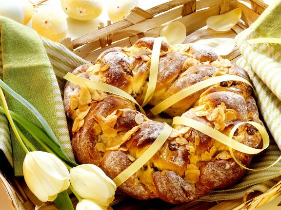 Braided Bread with Almonds and Raisins