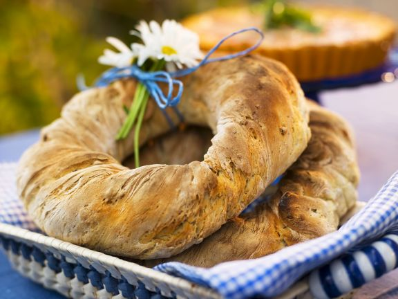 Bread Wreath with Sunflower and Pumpkin Seeds