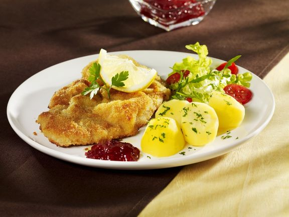 Breaded Veal Escalopes with Potatoes