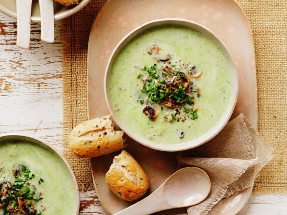 Broccoli Soup with Zucchini and Mushrooms