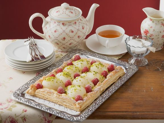 Cake with Raspberries and Pears