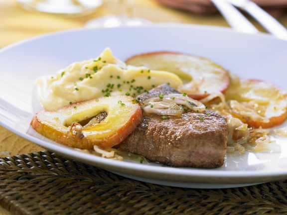 Calves Liver with Apples and Onions