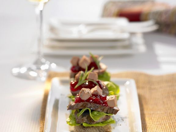 Canap s with venison cranberries and foie gras recipe for Fois gras canape