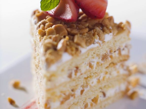 Caramelized Peanut Creme Torte with Strawberries