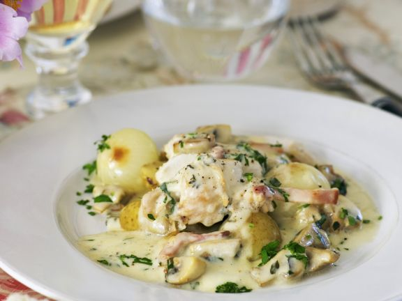 Chicken with Mushroom White Wine Sauce and Onions