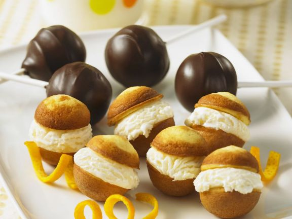 Chocolate and Cream Cake Pops