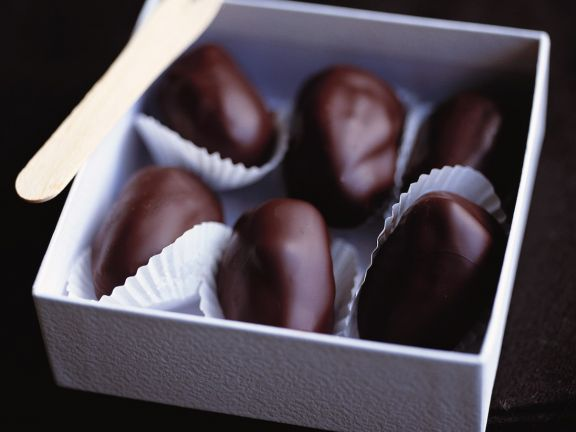 Chocolate-Stuffed Dates with Chocolate Coating