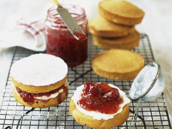 Classic Cream and Jam Cakes