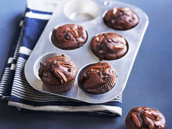 Cocoa and Nut Cakes