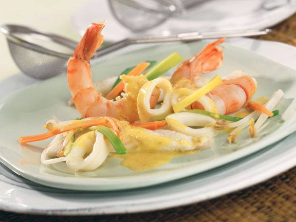 Coconut Curry Fondue with Mixed Seafood