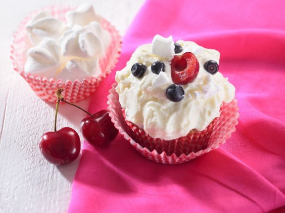 Cream Cakes with Fruit Topping