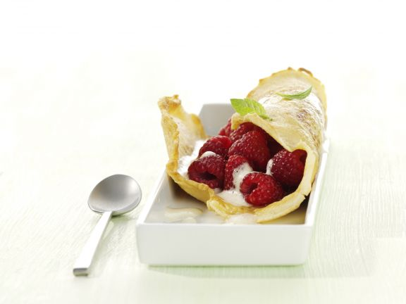 Crêpes Filled with Raspberries