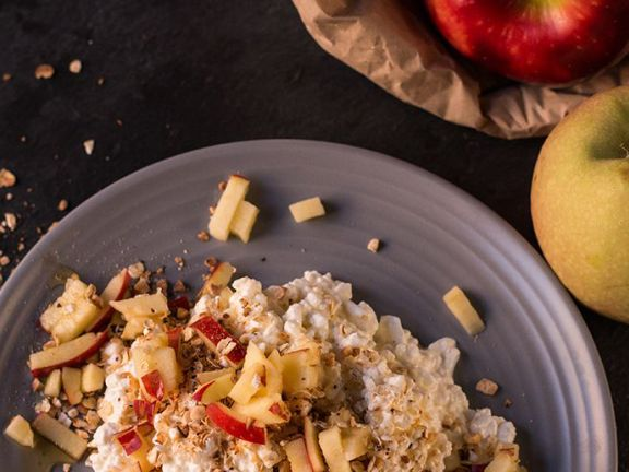 Crunchy Oats and Cottage Cheese Bowl