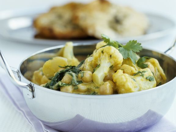 Curry with Chickpeas and Cauliflower
