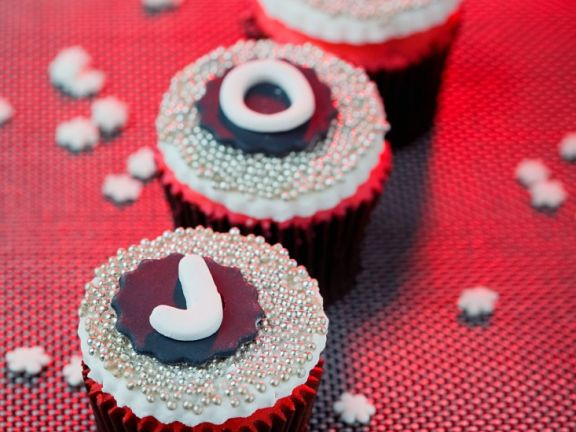Festive Cupcakes with Fondant and Sugar Pearls
